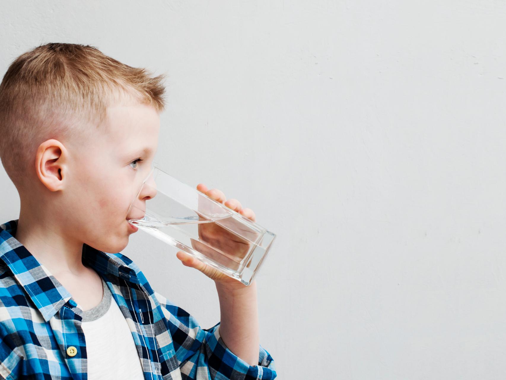 【初心者向け】なぜ、取り付けるの?子育てママが知らない浄水器の効果を簡単に解説